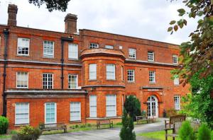 Chelsfield Park Hospital